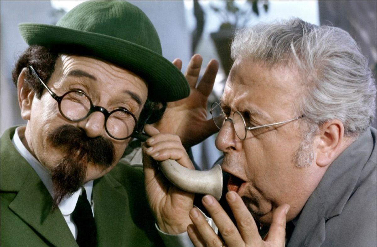 (l to r) Professor Calculus (Felix Fernandez) and Professor Zalamea (Angel Alvarez) in Tintin and the Blue Oranges (1965)