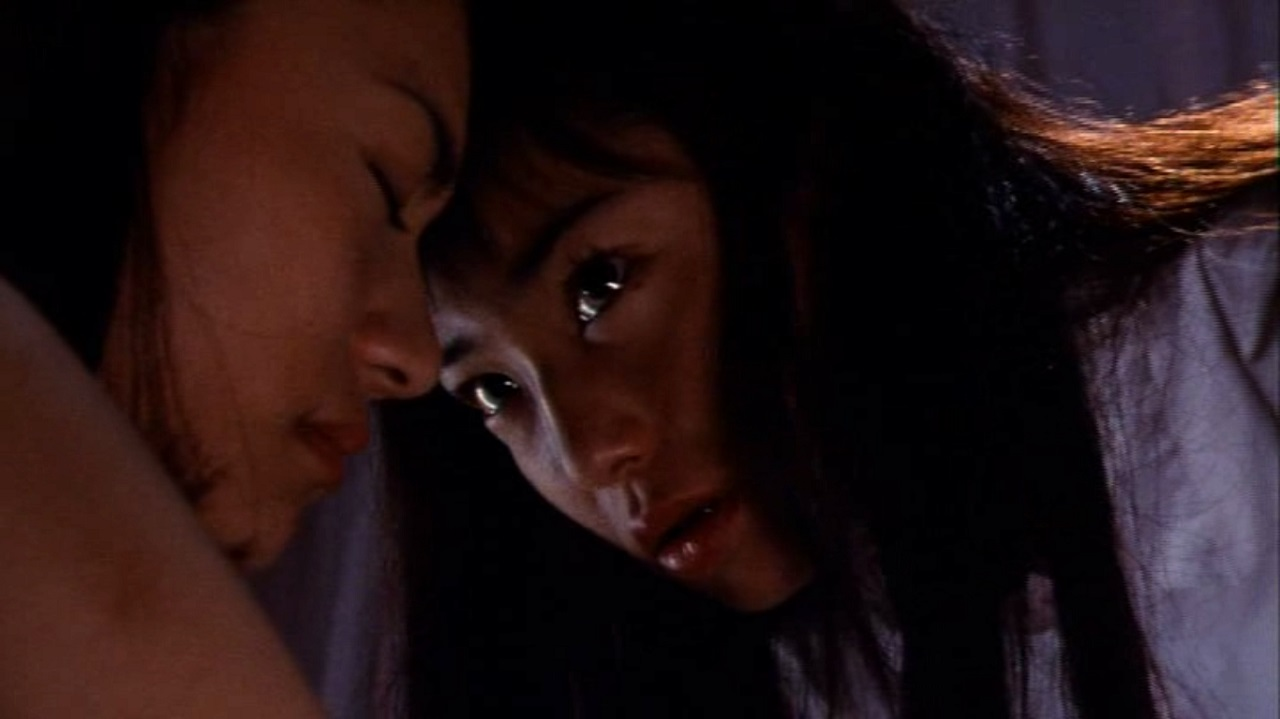 Mami Nakamura and Tomie (Miho Kanno) in Tomie (1999)