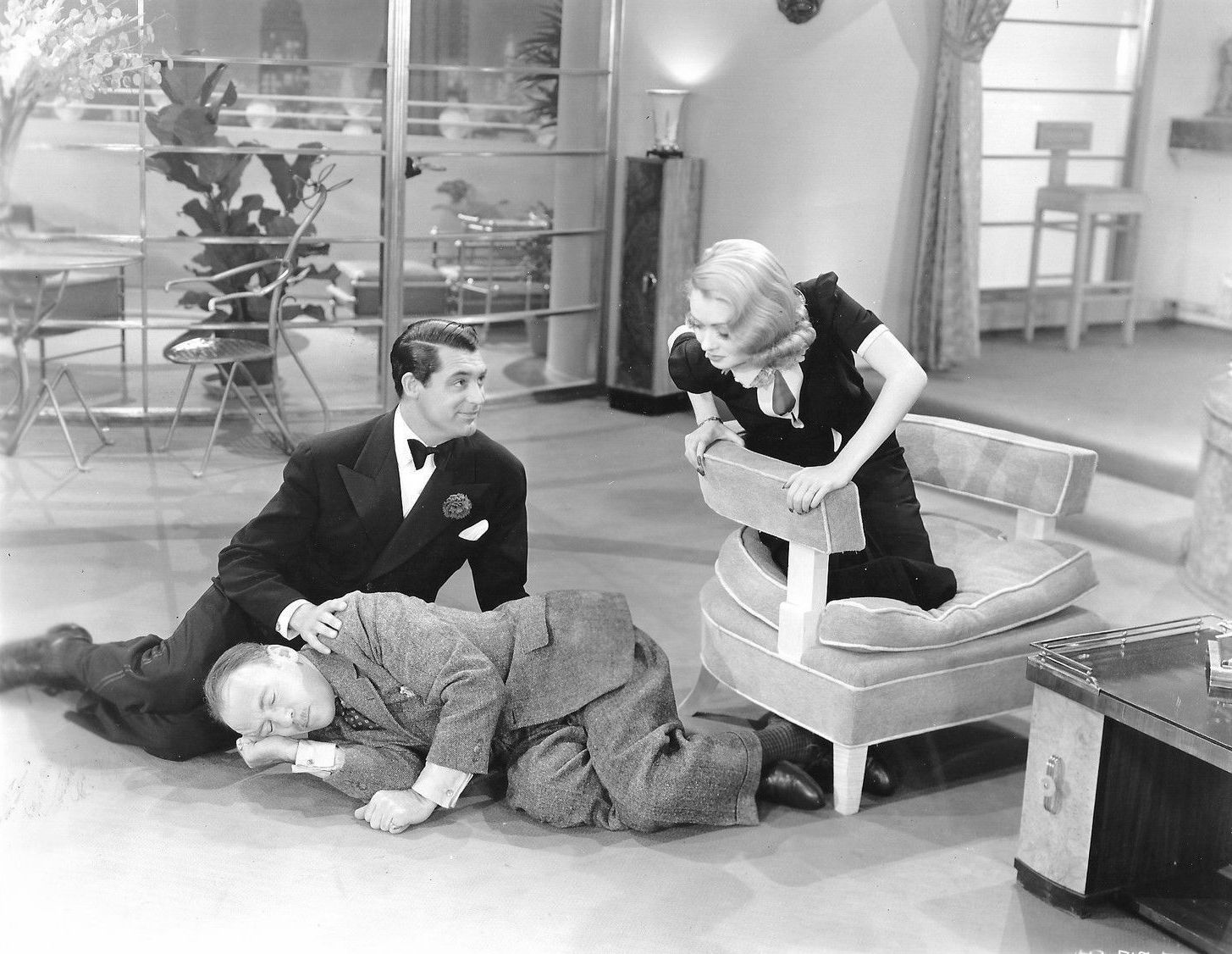 George and Marion Kerby (Cary Grant and Constance Bennett) and an unconscious Cosmo Topper (Roland Young) in Topper (1937)