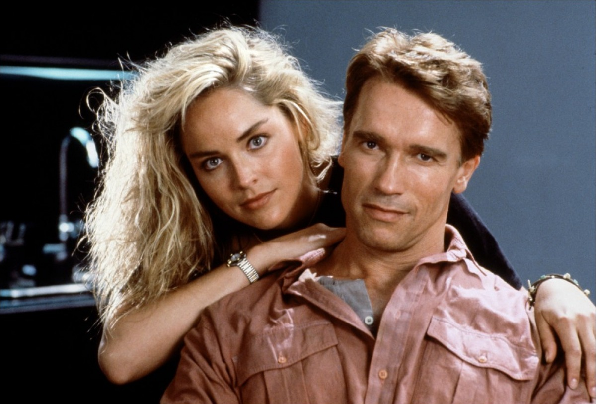 Doug Quaid (Arnold Schwarzenegger) and his wife Lori (Sharon Stone) in Total Recall (1990)