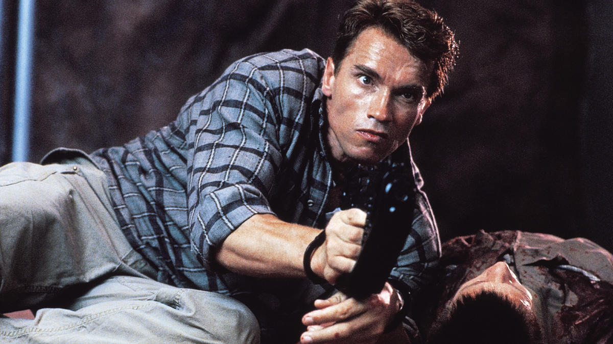 Arnold Schwarzenegger in action in Total Recall (1990)