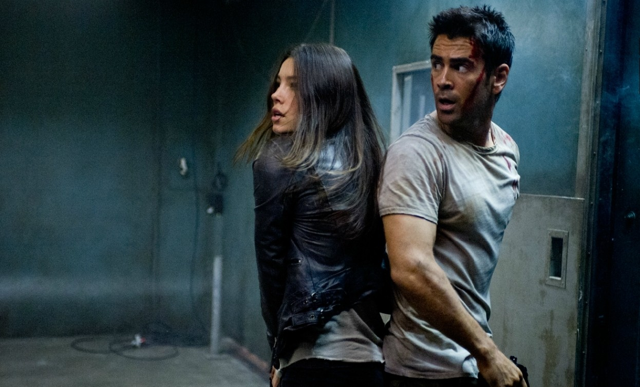 Jessica Biel and Colin Farrell in the midst of action in Total Recall (2012)