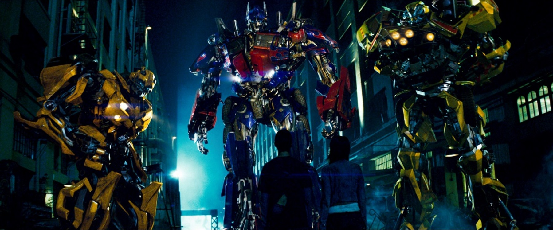Megan Fox, Shia LaBeouf meet the Autobots in Transformers (2007)