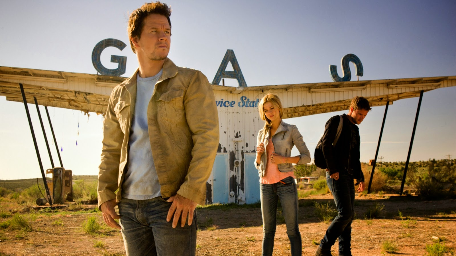 Mark Wahlberg, daughter Nicola Peltz, her boyfriend Jack Reynor in Transformers: Age of Extinction (2014)
