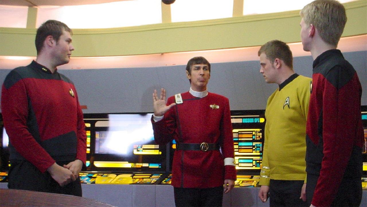 Visit to the set of the Star Trek fan film Das Vermachtnis in Trekkies 2 (2004)