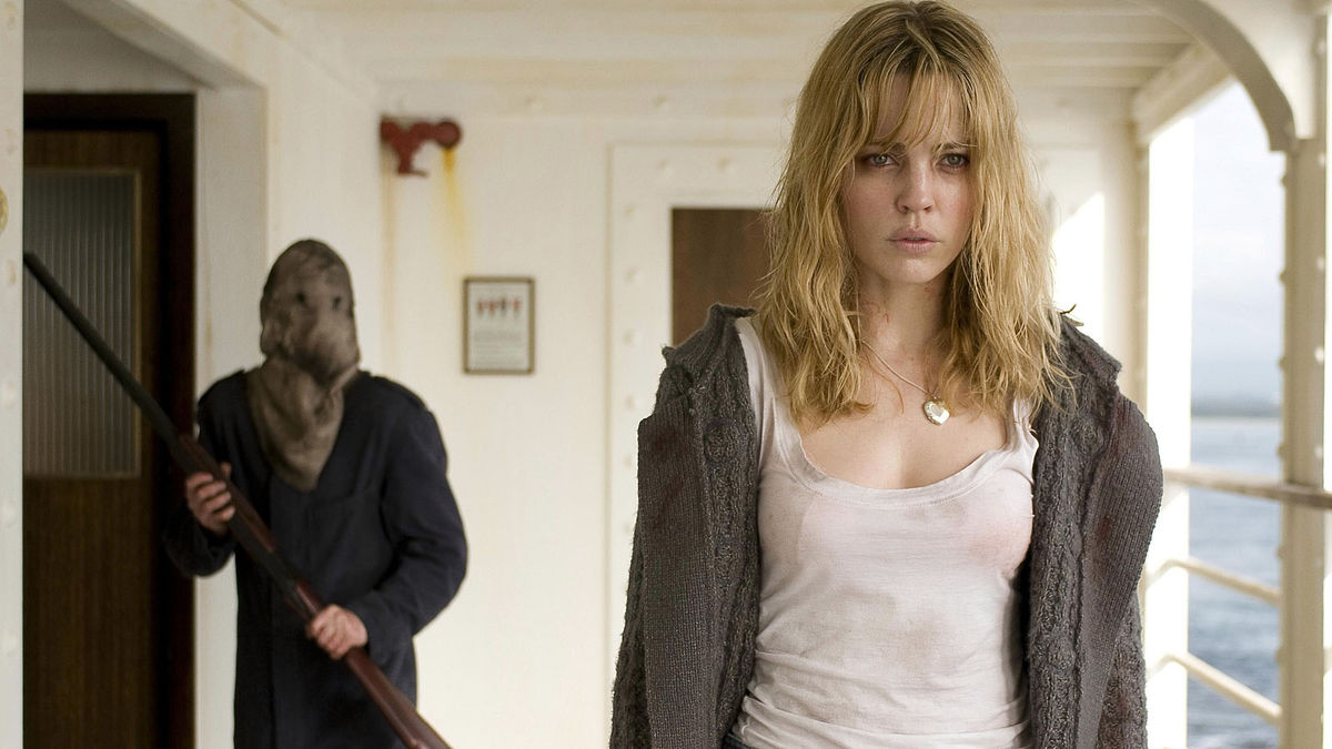 Melissa George and the masked figure in Triangle (2009)