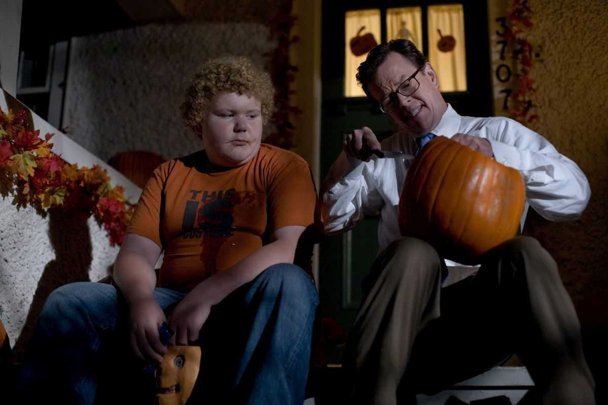 Bored teenager Brett Kelly sits with school principal Dylan Baker unaware he is a serial killer in the first episode of Trick R Treat (2008)