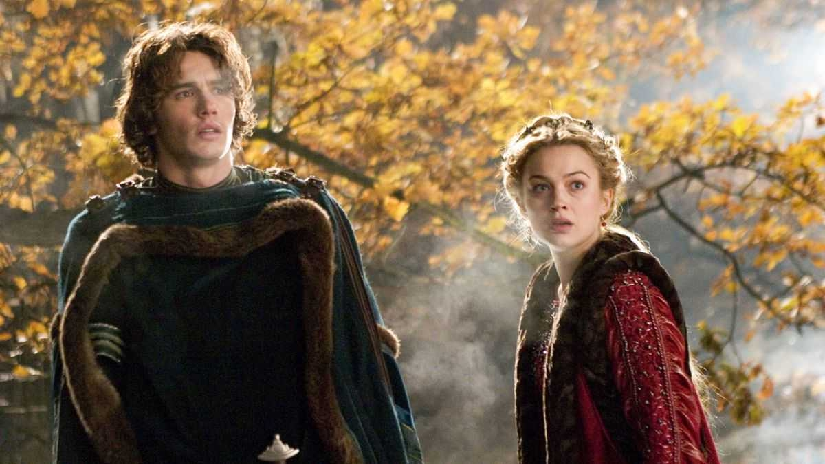 Tristan (James Franco) and Isolde (Sophia Myles) in Tristan + Isolde (2006)