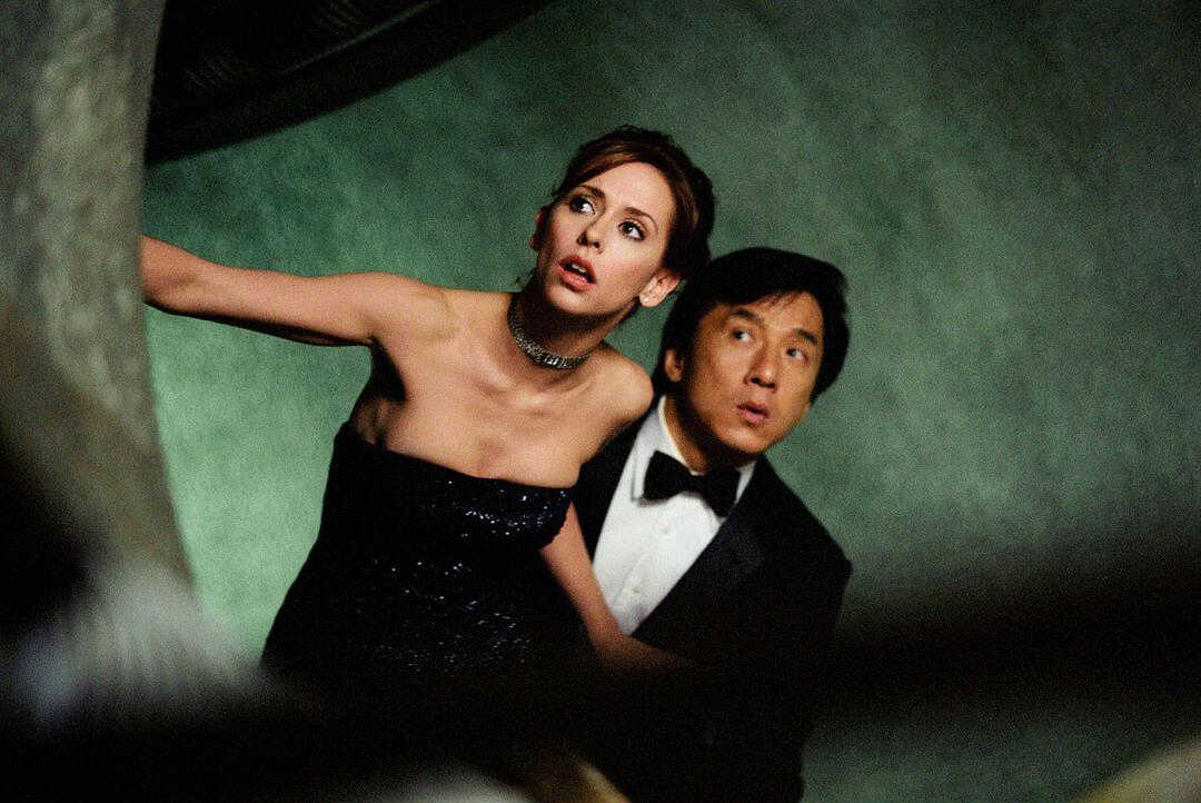 Dell Blaine (Jennifer Love Hewitt) and Jimmy Tong (Jackie Chan) in The Tuxedo (2002)