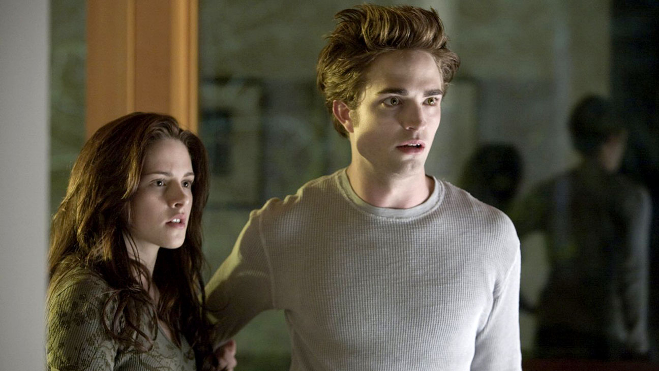 Bella Swan (Kristen Stewart) and Edward Cullen (Robert Pattinson) in Twilight (2008)
