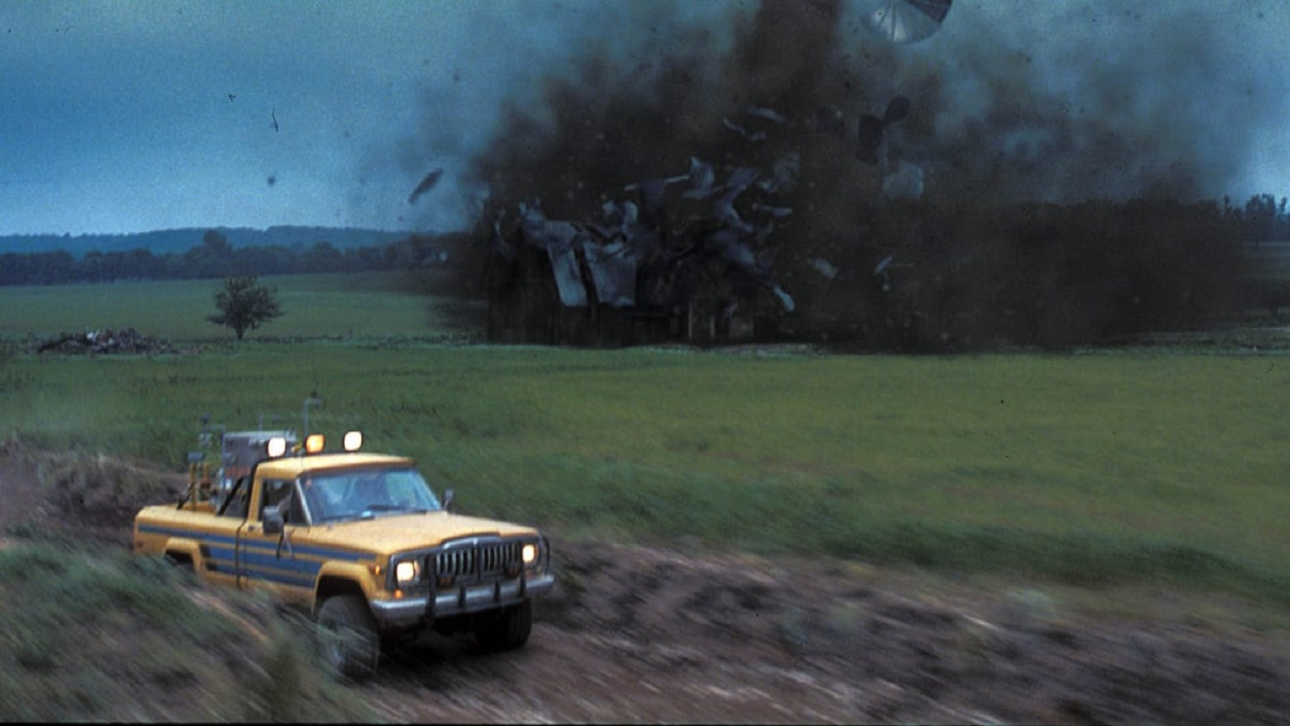 Flight from an oncoming tornado in Twister (1996)