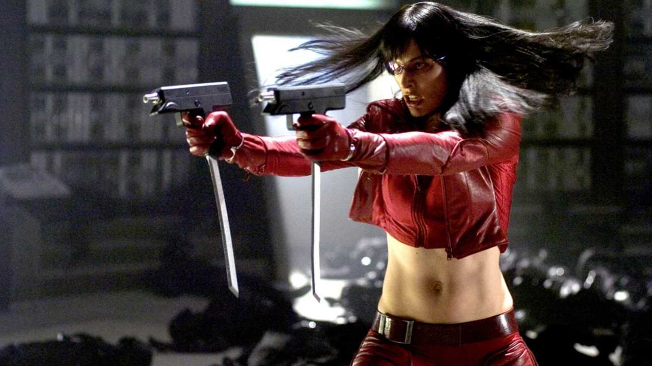 Violet Song Jat Shariff (Milla Jovovich) goes into action in Ultraviolet (2006)