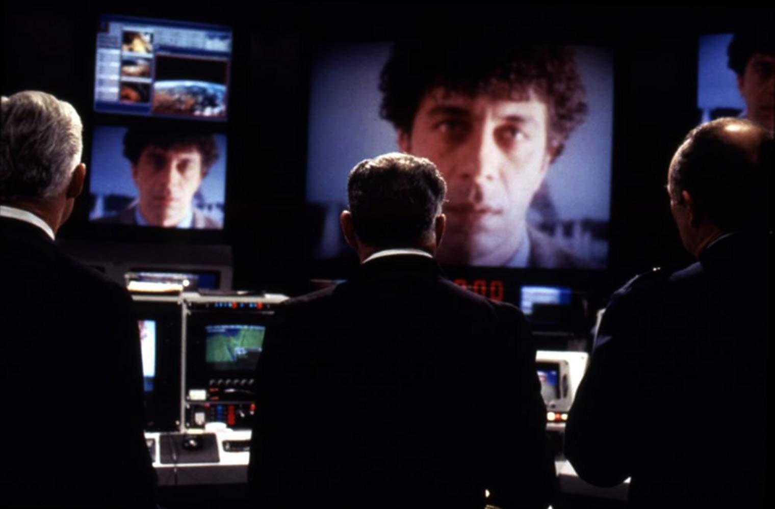 Eric Bogosian attempting a hi-tech takeover of a train in Under Siege 2: Dark Territory (1995)