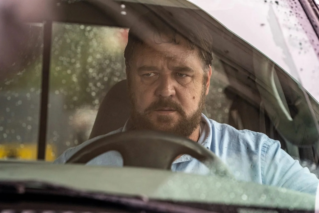 Russell Crowe snaps in a road rage incident in Unhinged (2020)