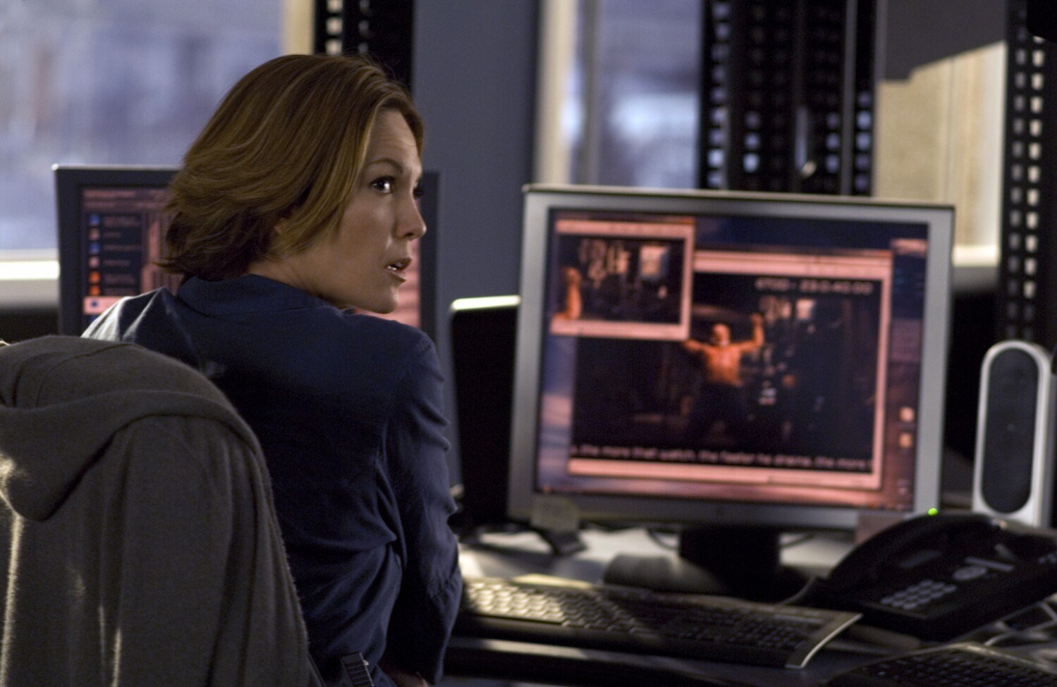 Diane Lane peruses the dangers of the internet in Untraceable (2008)