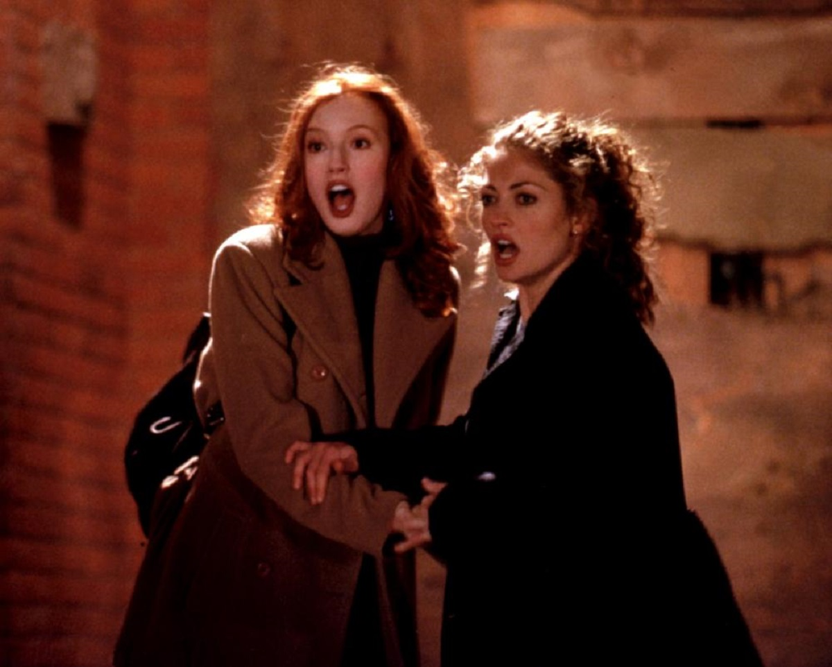 Alicia Witt and Rebecca Gayheart in Urban Legend (1998)