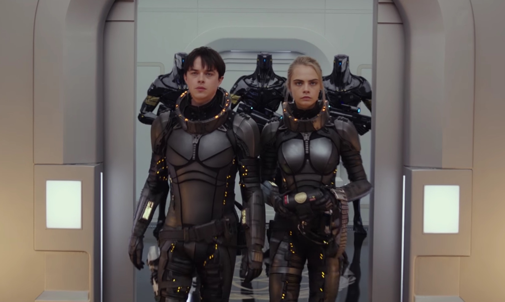 Valerian (Dane DeHaan) and Laureline (Cara Delevingne) in Valerian and the City of a Thousand Planets (2017)