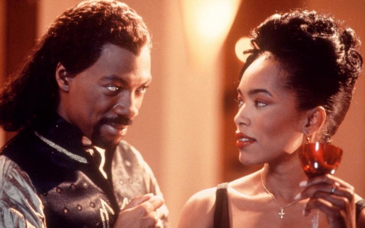 Eddie Murphy woos Angela Bassett in Vampire in Brooklyn (1995)