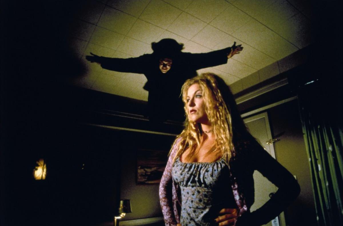 The vampire Valek (Thomas Ian Griffith) prepares to swoop on Sheryl Lee in Vampires (1998)