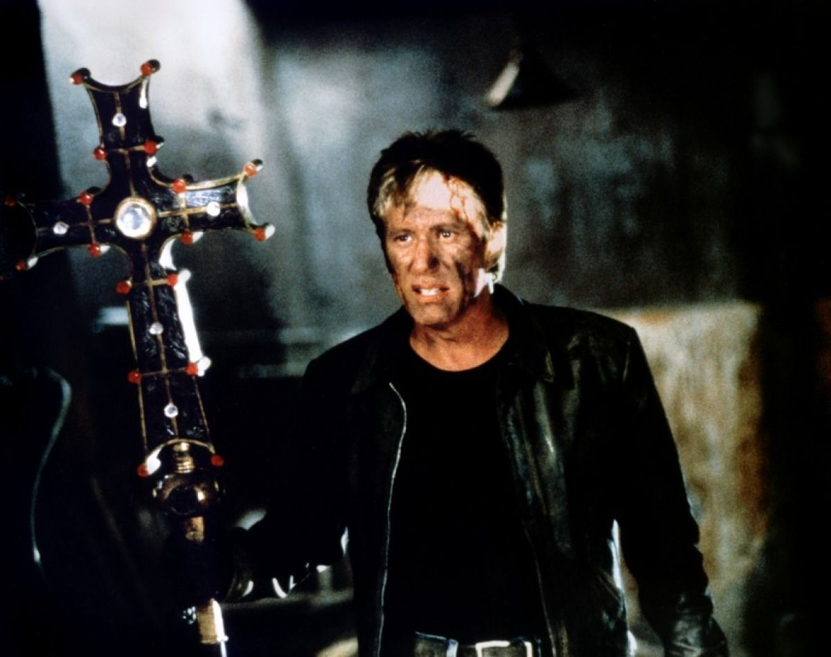 James Woods heads into action as vampire hunter Jack Crow in Vampires (1998)