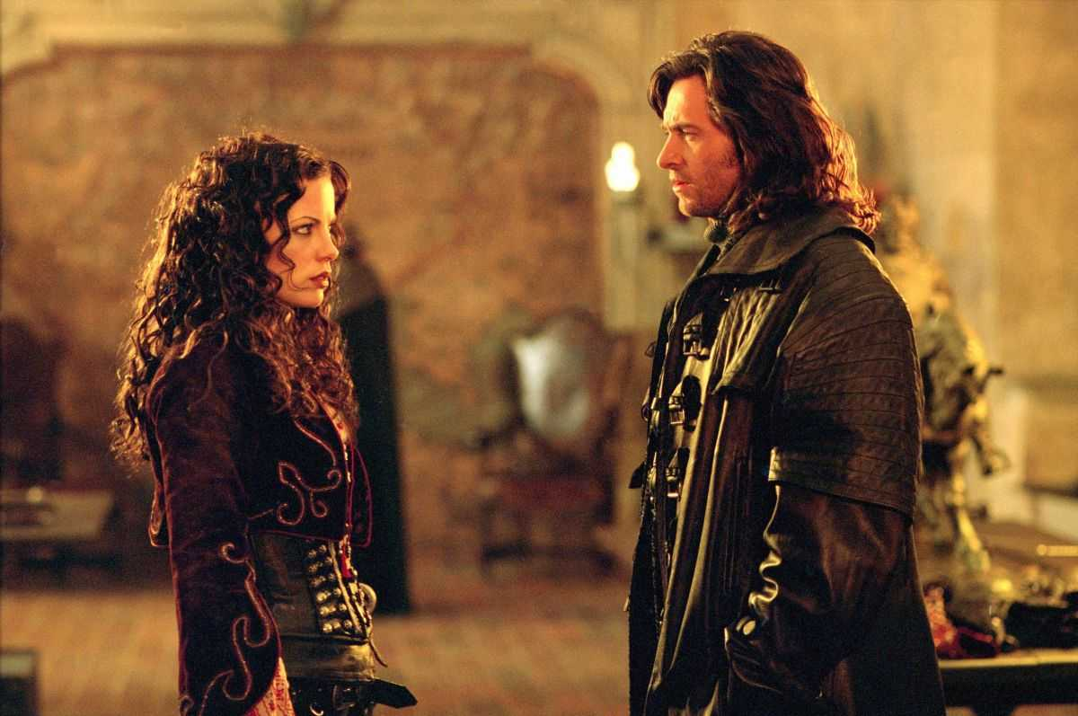 Anna Valerious (Kate Beckinsale) and Van Helsing (Hugh Jackman) in Van Helsing (2004)
