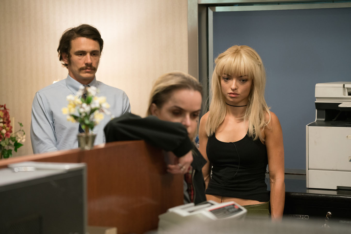 James Franco, Taryn Manning, Francesca Eastwood in the midst of a bank robbery in The Vault (2017)