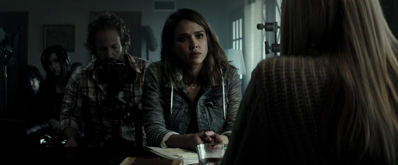 Jessica Alba interviews cult survivors in The Veil (2016)