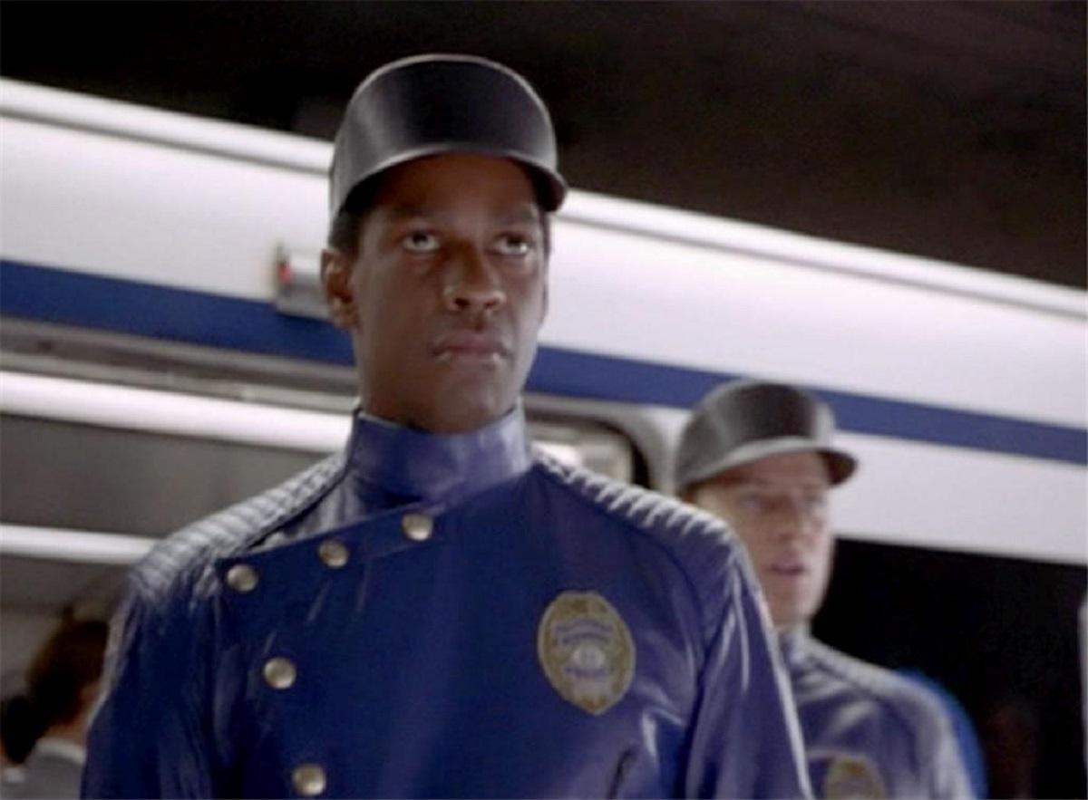 Police detective Parker Barnes (Denzel Washington) in Virtuosity (1995)