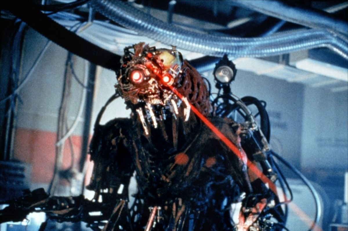 The alien bio-machine in Virus (1999)