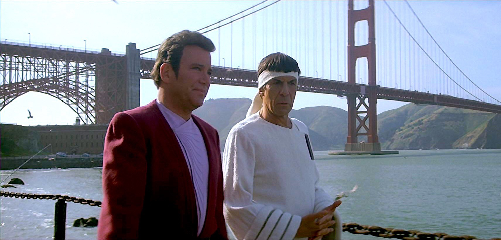 Captain Kirk (William Shatner) and Mr Spock (Leonard Nimoy) against the backdrop of the Golden Gate Bridge in The Voyage Home: Star Trek IV (1986)