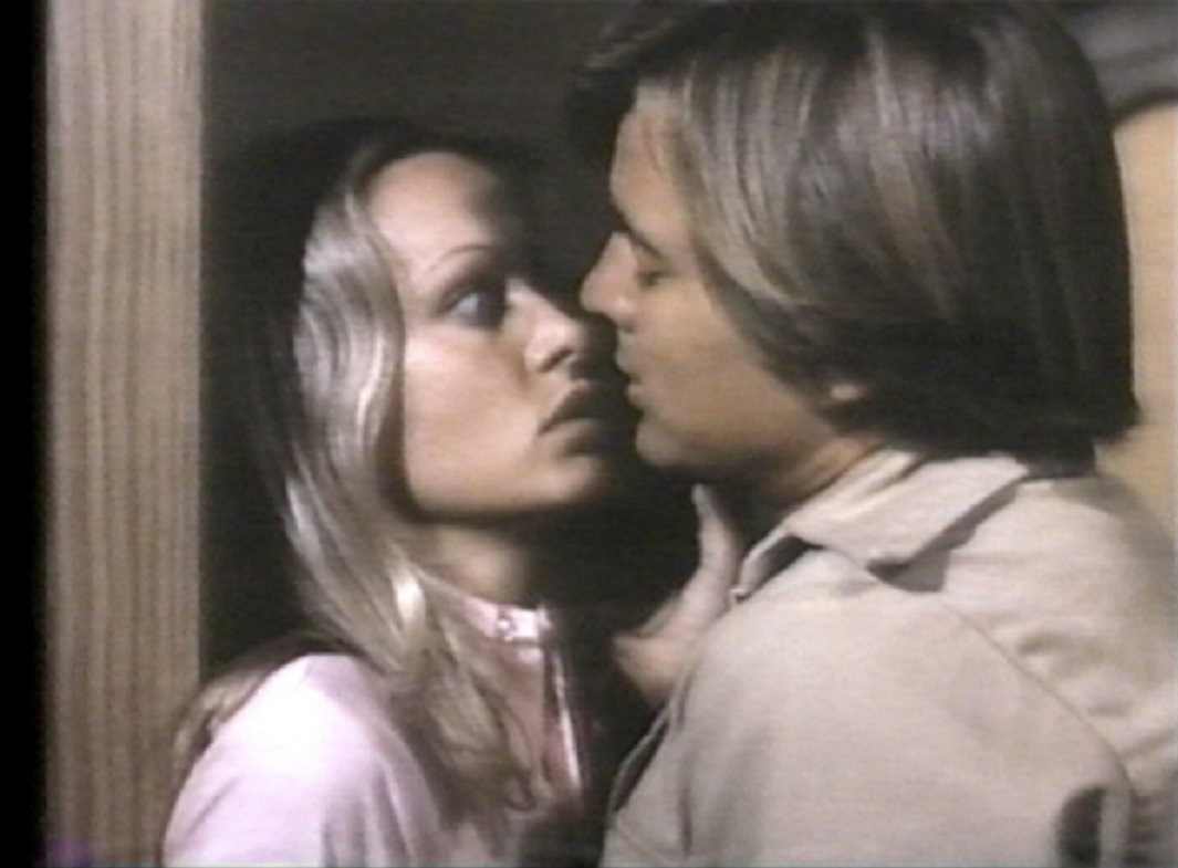 Twiggy menaced by Dirk Benedict in W (1974)