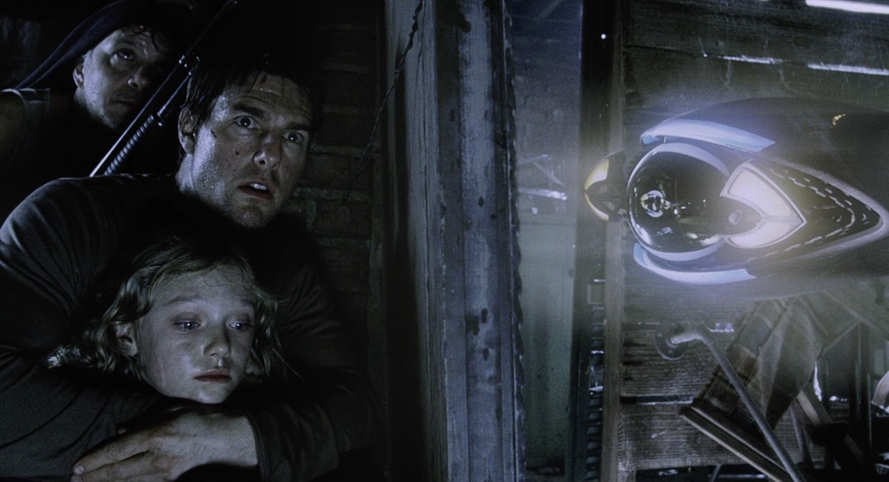 Hiding from a Martian probe Tim Robbins, Tom Cruise, Dakota Fanning in War of the Worlds (2005)