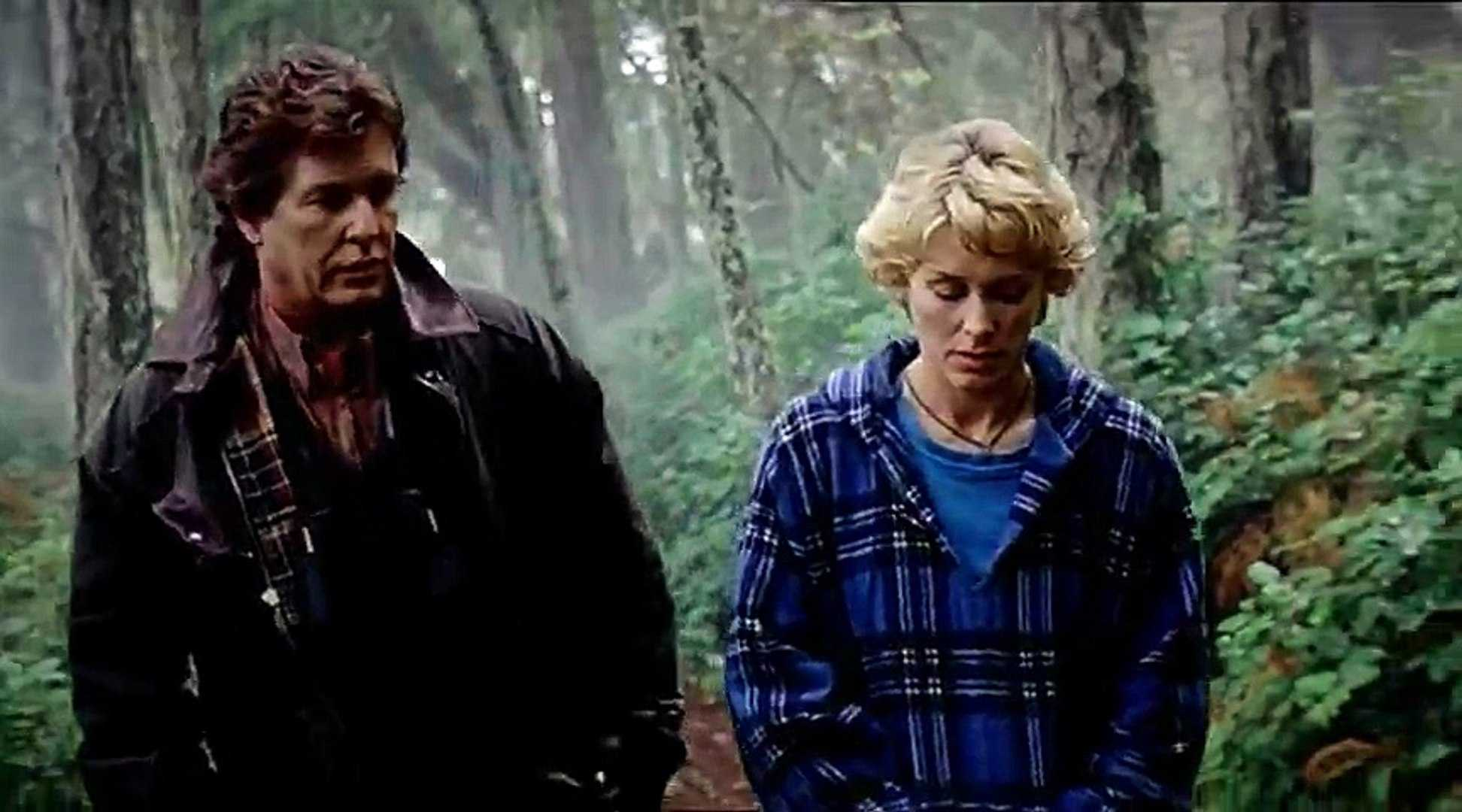 Psychopathic lighthouse keeper Tom Berenger with Rachel Hayward in Watchtower (2001)