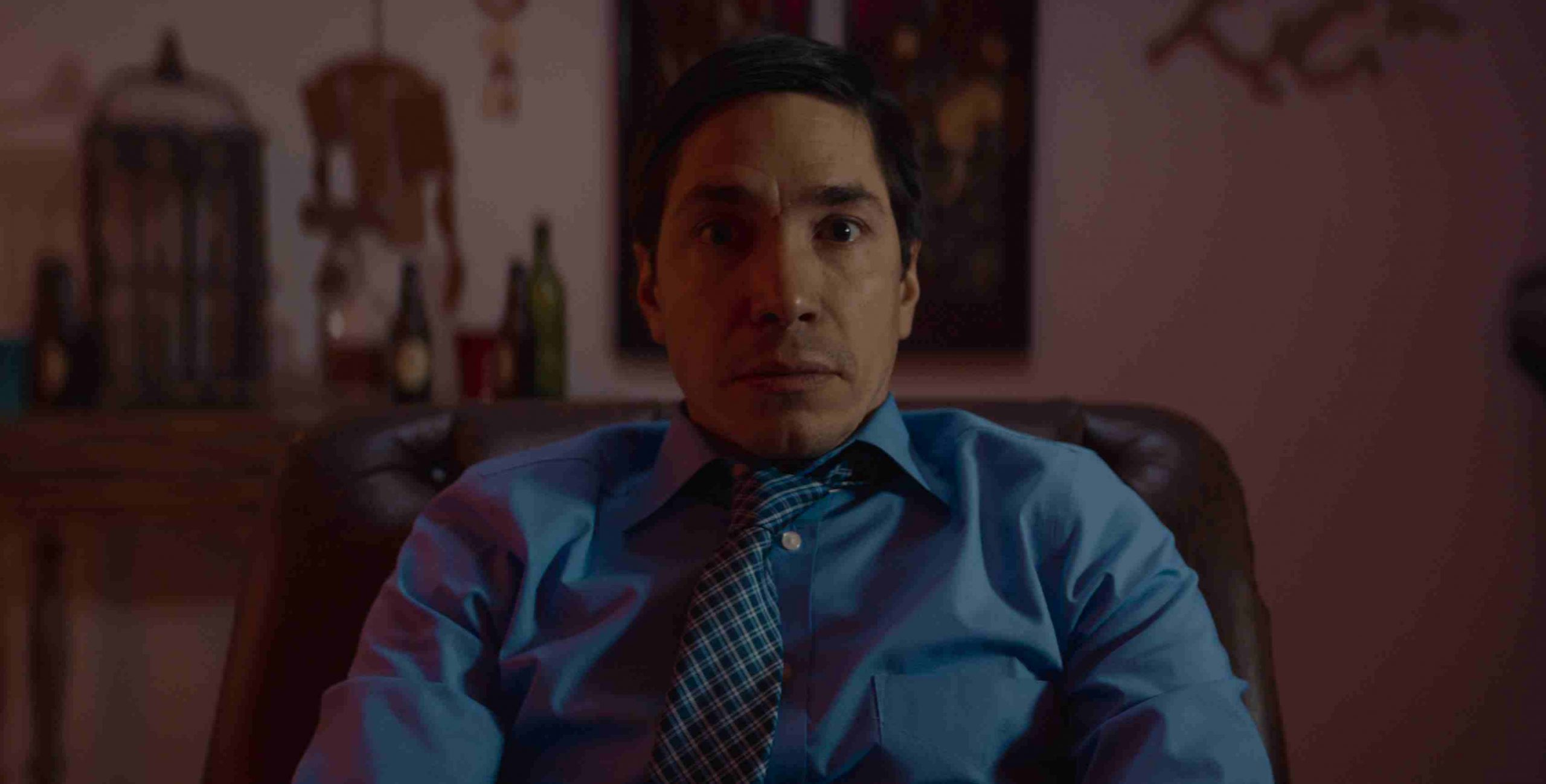 Mild-mannered insurance executive Justin Long undergoes reality-bending drug hallucinations in The Wave (2019)