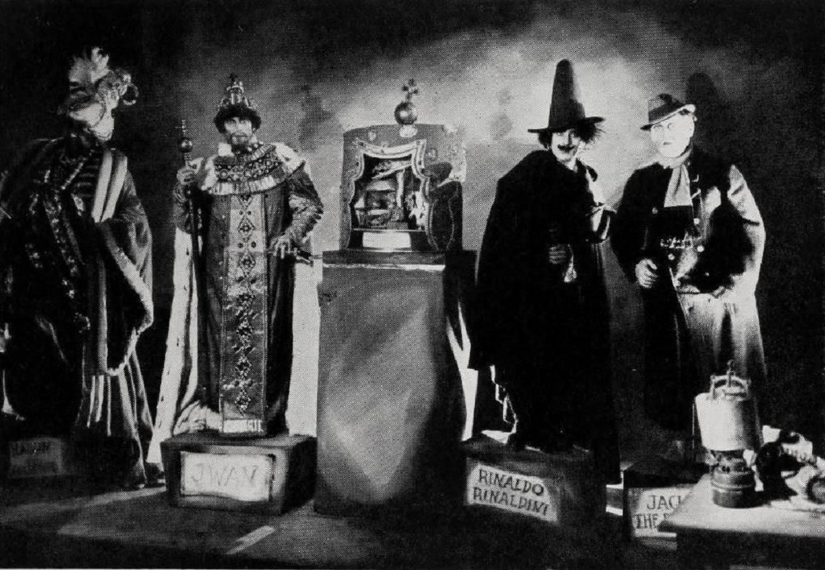 The wax museum in Waxworks (1924)