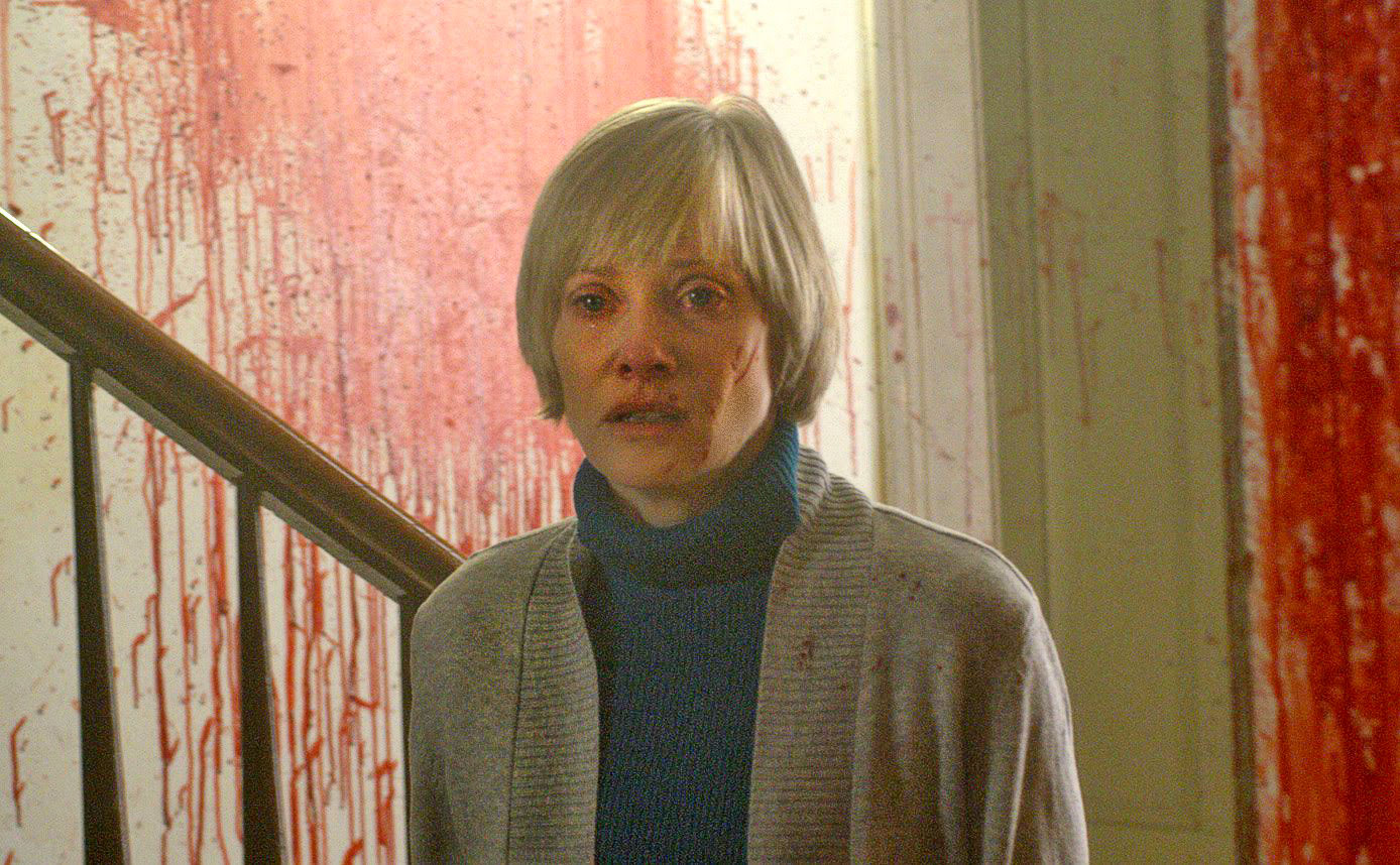 Horror icon Barbara Crampton moves into a new house in We Are Still Here (2015)