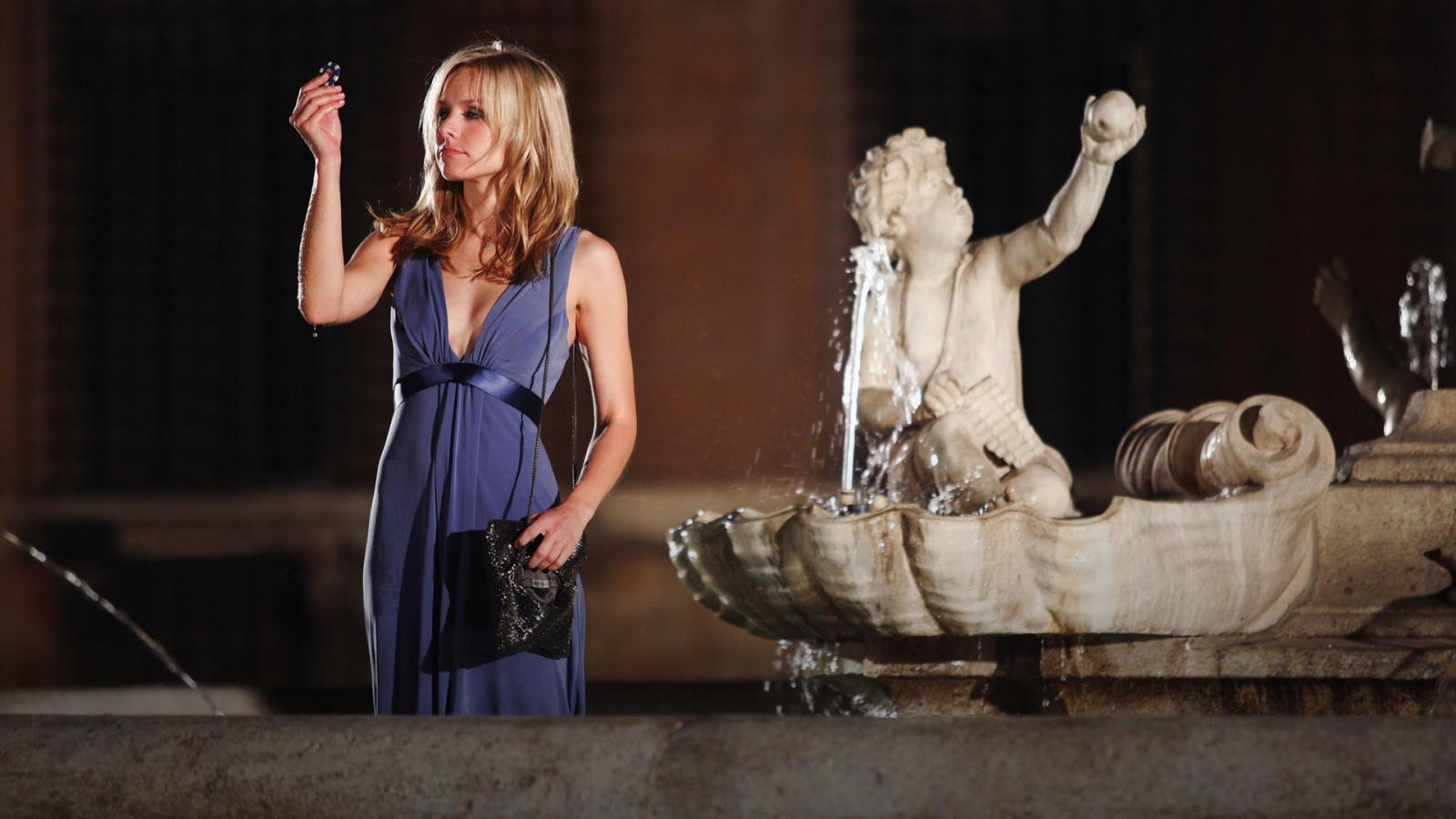 Kristen Bell goes to throw a coin in the Fountain of Love in When in Rome (2010)