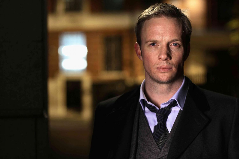 Rupert Penry-Jones as Detective Inspector Joseph Chandler in Whitechapel (2009)