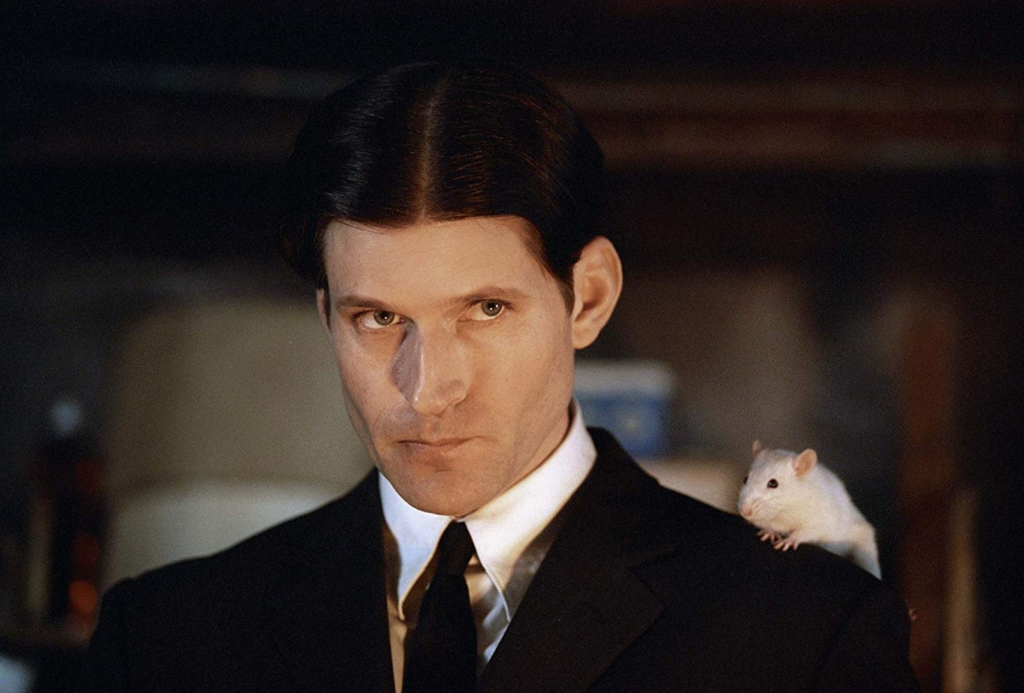 Crispin Glover as Willard along with rat friend on his shoulder in Willard (2003)