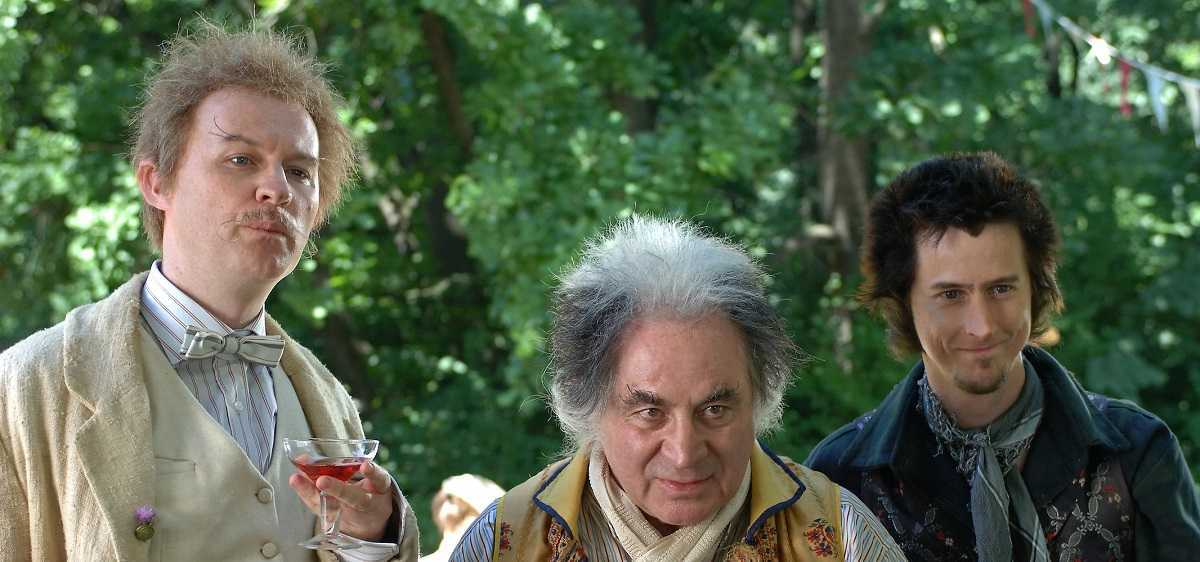 (l to r) Rat (Mark Gatiss), Badger (Bob Hoskins) and Mole (Lee Inlgleby) in The Wind in the Willows (2006)