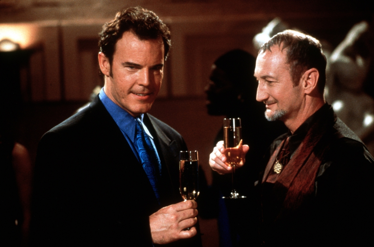(l to r) Andrew Divoff in human form and Robert Englund in Wishmaster (1997)