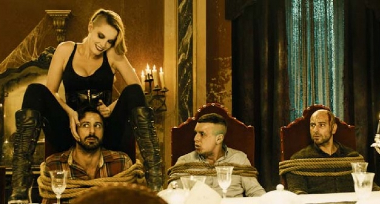 (l to r) Witch Carolina Bang with imprisoned bank robbers Hugo Silva and Mario Casas and taxi driver Jamie Ordonez in Witching and Bitching (2013)