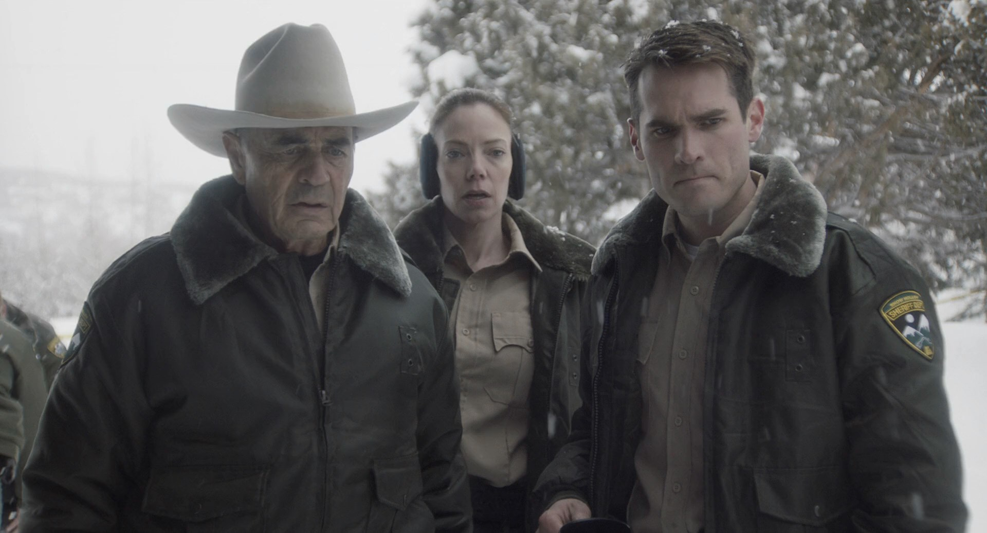 Robert Forster, Riki Lindhome and Jim Cummings in The Wolf of Snow Hollow (2020) 1