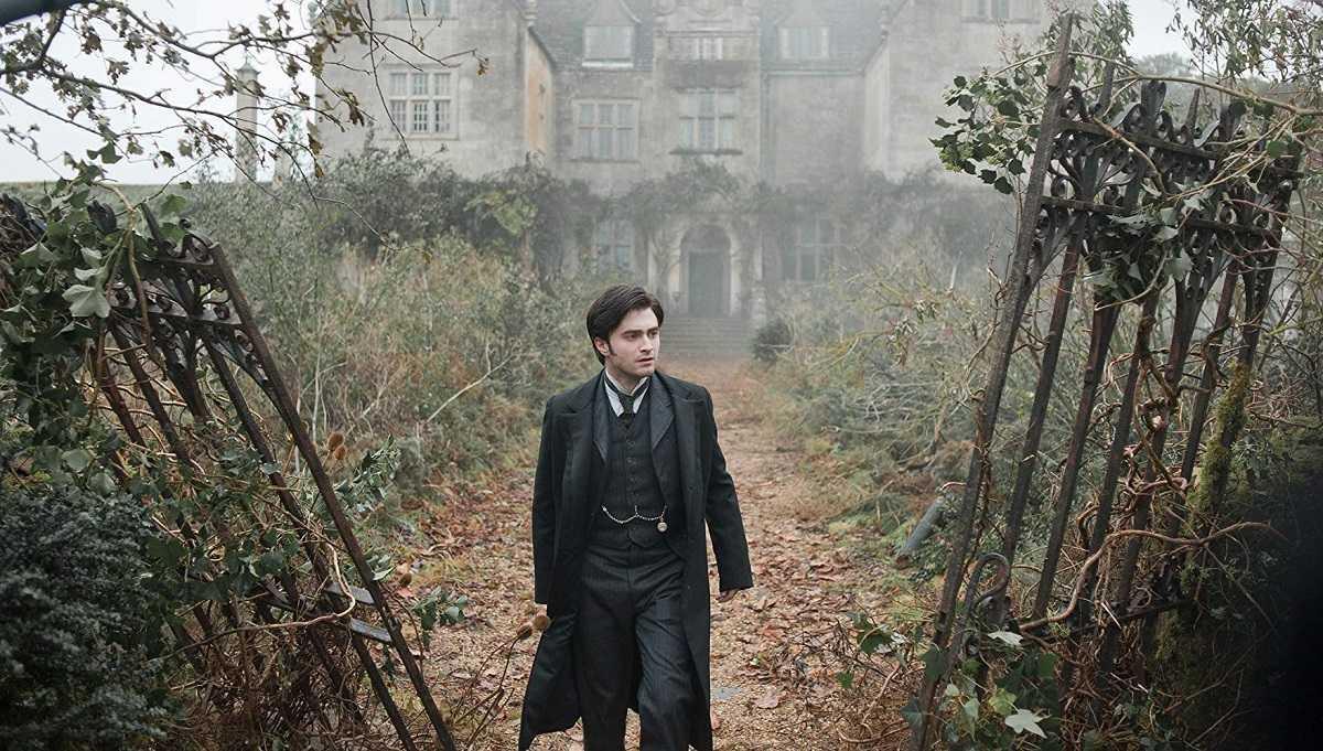Daniel Radcliffe enters Eel Marsh House in The Woman in Black (2012)