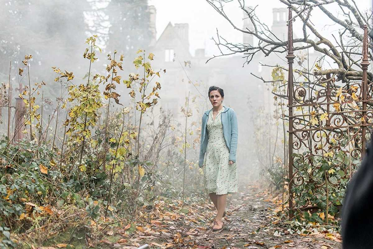 Phoebe Fox arrives at Eel Marsh House in The Woman in Black: Angel of Death (2014)
