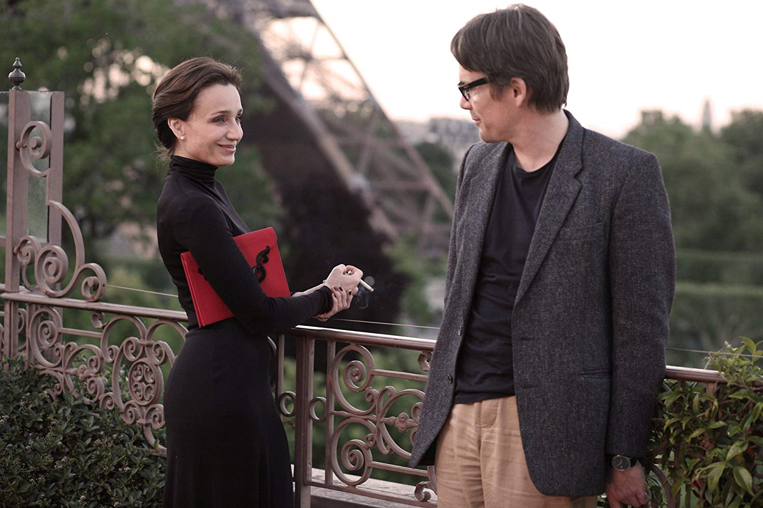 Ethan Hawke becomes involved with mysterious older woman Kristin Scott Thomas in The Woman in the Fifth (2011)