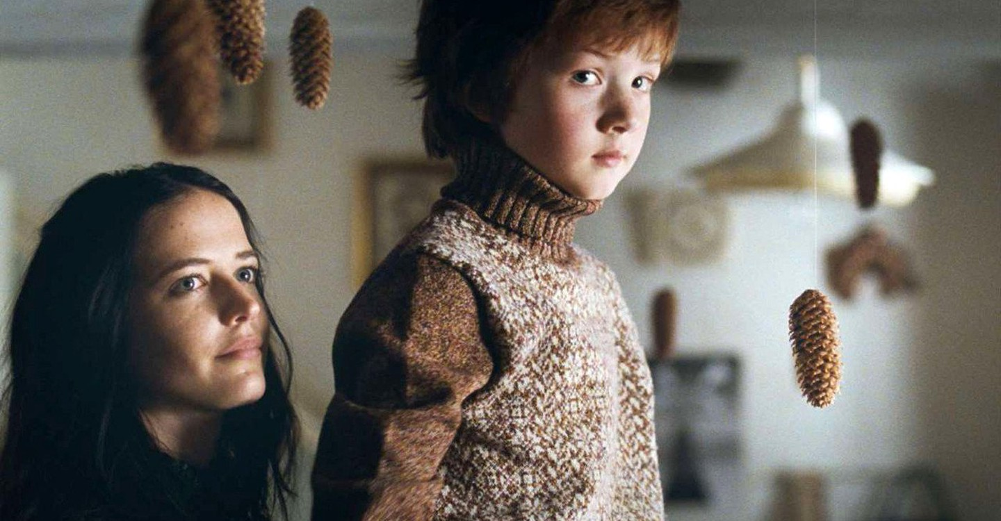 Rebecca (Eva Green) with the young Thomas (Jesse Hoffmann) in Womb (2010)