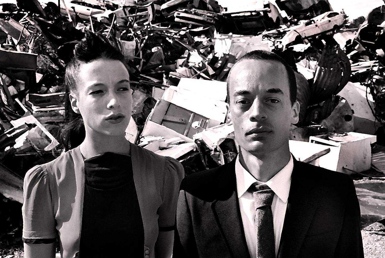 Plum (Teresa Palmer) and Gert (Nicholas Butler) in Woodenhead (2003)