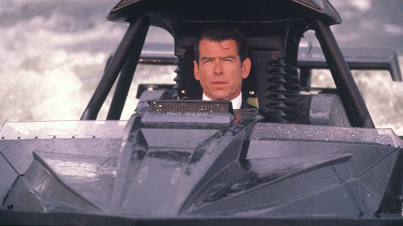 James Bond (Pierce Brosnan) back in action in a boat chase on The Thames in The World is Not Enough (1999)