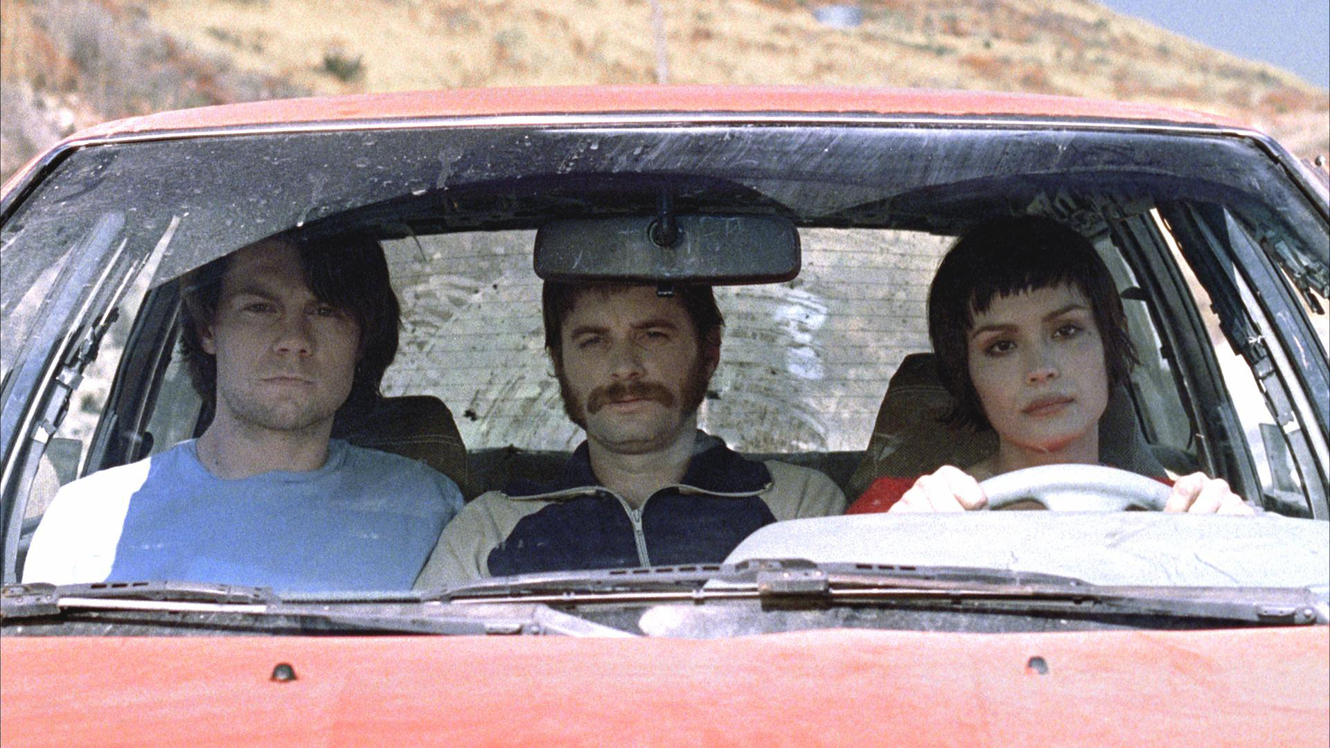 On a road trip through the afterlife - (l to r) Patrick Fugit, Shea Whigman, Shannyn Sossamon in Wristcutters: A Love Story (2006)
